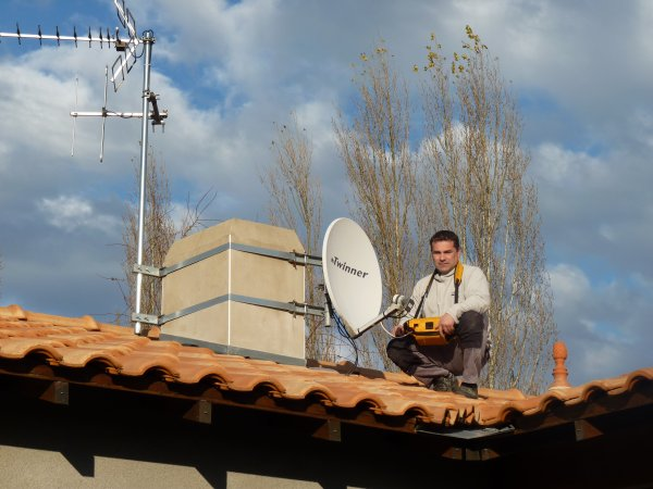 Installation antenne tv altitude services 44 for Antenne fait maison